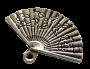 Breloque métal petit éventail gravé