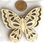 Grand papillon en bois ciselé